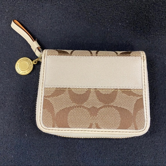 Coach Handbags - COACH SIGNATURE Coinpurse